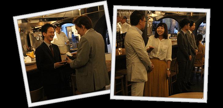 名刺交換をする金本さんと、アフィリエイターさんと歓談中の私